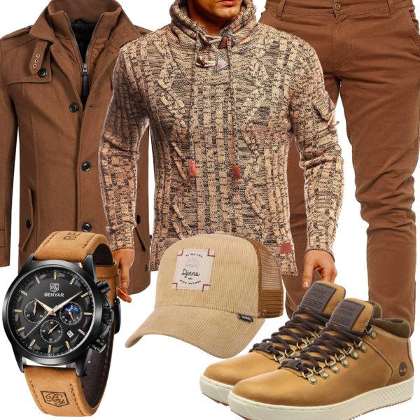 Beiges Herrenoutfit mit Pullover, Mantel und Cap