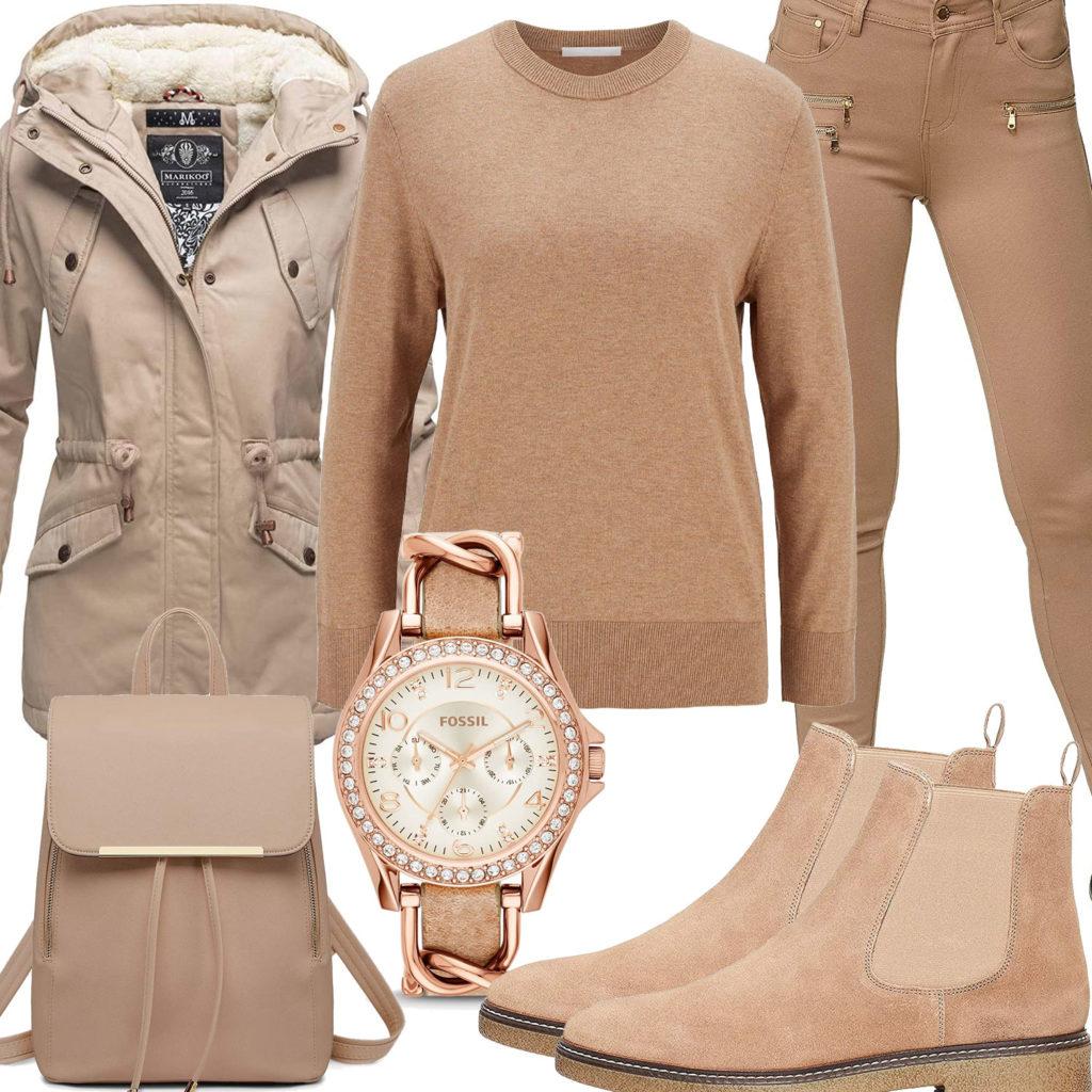 Beiges Damenoutfit mit Jacke, Uhr und Rucksack