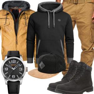 Beige-Schwarzes Herrenoutfit mit Kapuzenpullover und Hoodie
