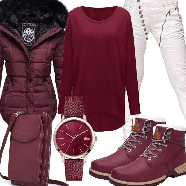Warmes Winter-Frauenoutfit in Weiß und Bordeauxrot