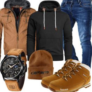 Hellbraunes Herrenoutfit mit Stiefeln und Lederjacke