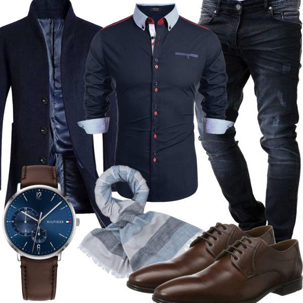 Blaues Herrenoutfit mit Hemd, Mantel und Jeans