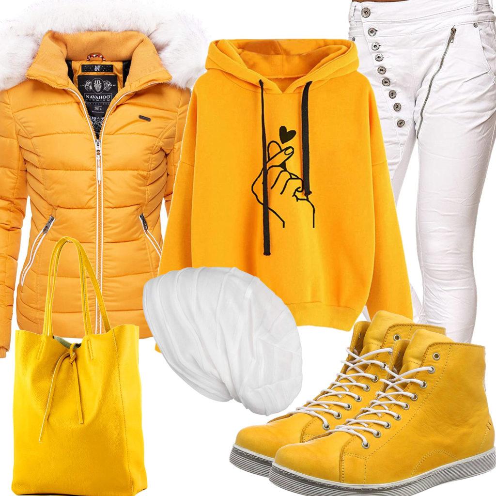 Gelb-Weißes Frauenoutfit mit Steppjacke und Hoodie