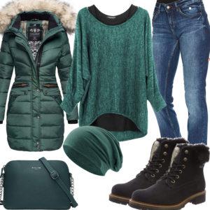 Grünes Winter-Frauenoutfit mit Steppjacke und Mütze