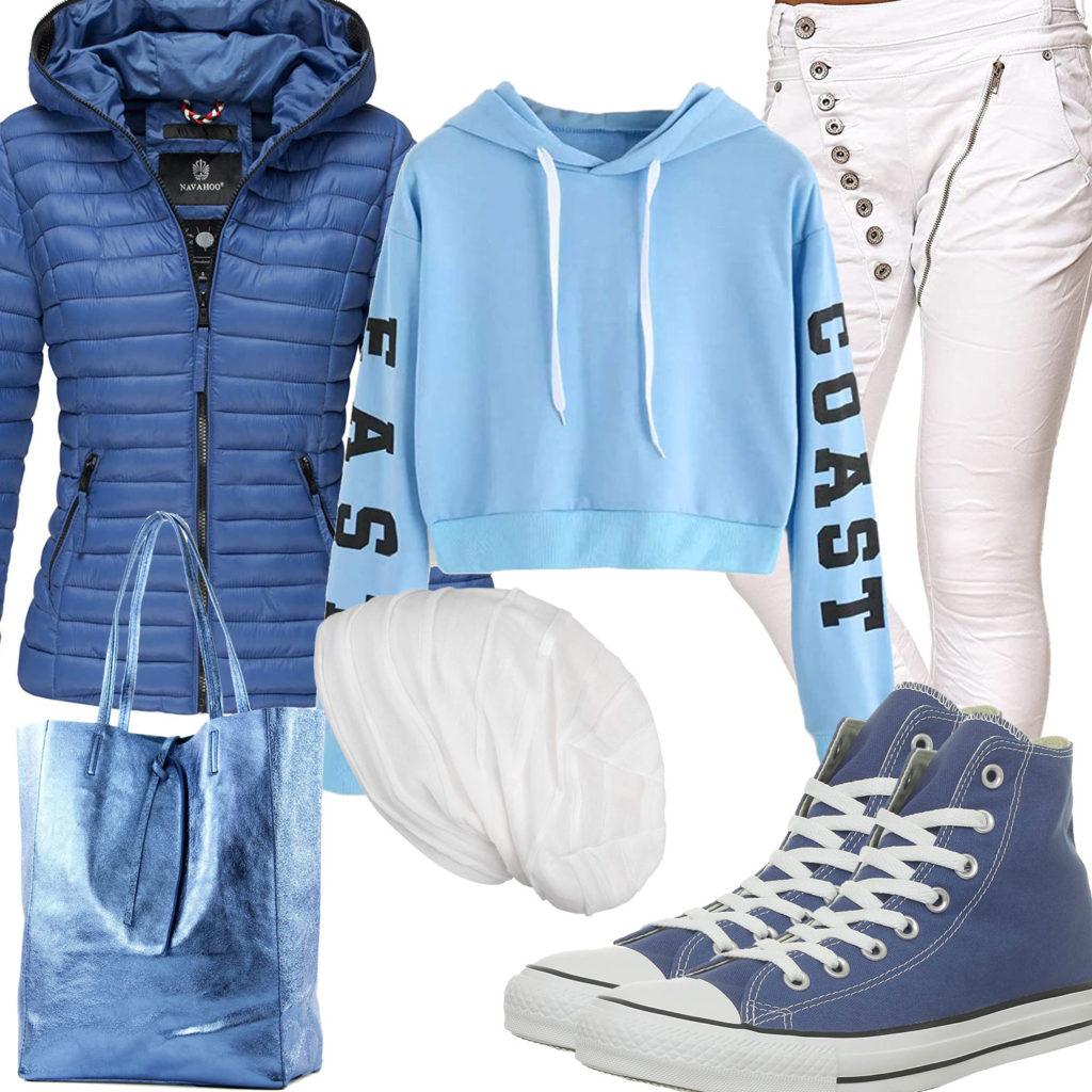 Blau-Weißes Frauenoutfit mit Hoodie und Boyfriend-Jeans