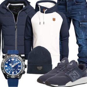 Dunkelblaues Herrenoutfit mit Hoodie, Steppjacke und Jeans