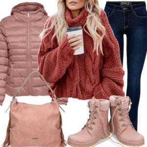 Altrosa Damenoutfit mit Pullover, Steppjacke und Stiefeln