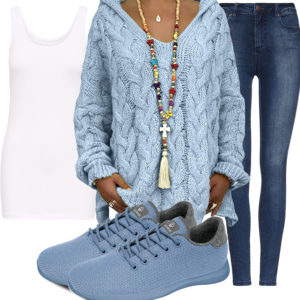 Blaues Frauenoutfit mit Oversized Pullover