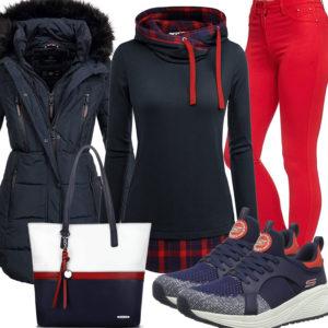 Blau-Rotes Damenoutfit mit Steppjacke und Hoodie
