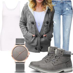 Graues Damenoutfit mit Strickjacke, Uhr und Stiefeln
