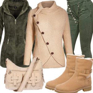 Beige-Grünes Damenoutfit mit Fleecejacke und Stiefeln