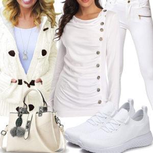 Lässiges Frauenoutfit in Weiß und Creme