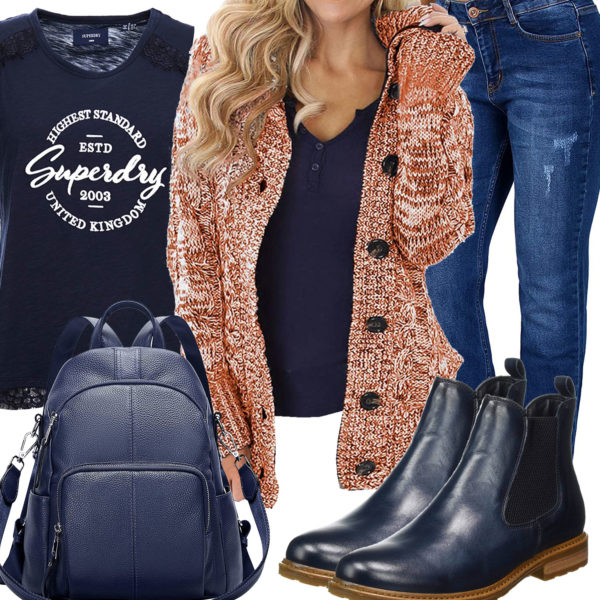 Damenoutfit mit oranger Strickjacke und blauem Top