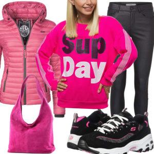 Pink-Schwarzes Frauenoutfit mit Steppjacke und Coated Hose