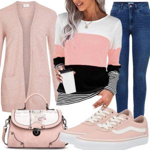 Rosa Frauenoutfit mit gestreiftem Pullover und Strickjacke