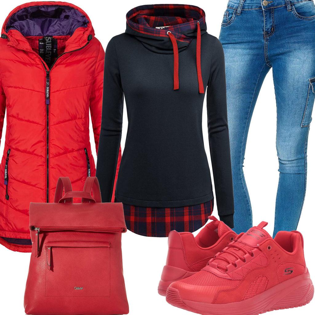 Rotes Damenoutfit mit Steppmantel, Rucksack und Sneakern