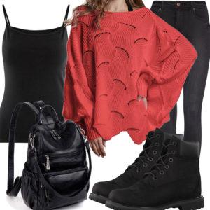 Schwarzes Frauenoutfit mit rotem Strickpullover