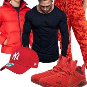 Rot-Schwarzes Herrenoutfit mit Cap und Steppjacke