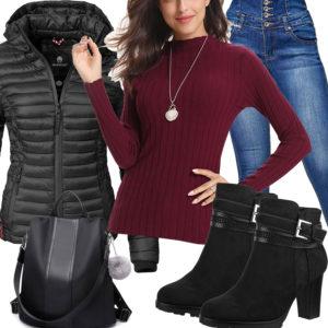 Damenoutfit mit schwarzer Jacke, Stiefeln und Rucksack