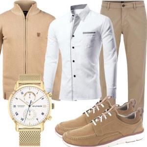 Beige-Weißes Herrenoutfit mit Hemd und Strickjacke