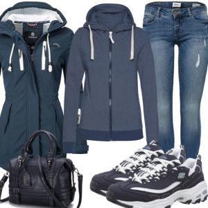 Blaues Frauenoutfit mit Softshelljacke und Hoodie