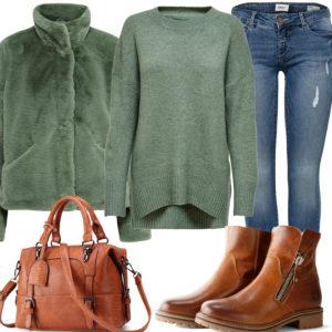 Grün-Braunes Frauenoutfit mit Jacke und Pullover