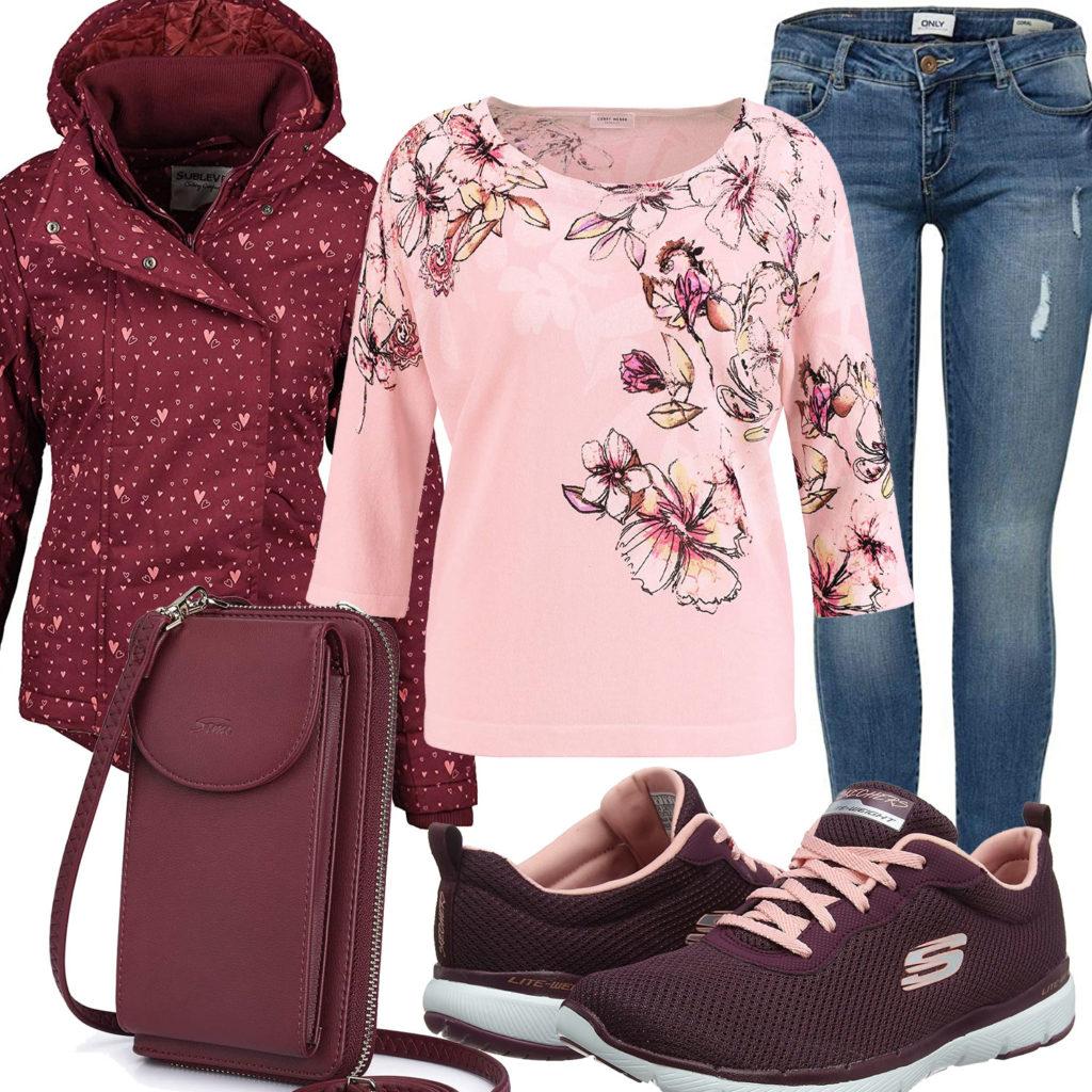 Frühlings-Damenoutfit mit weinroter Jacke, Sneakern und Tasche