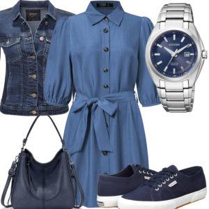 Blaues Frauenoutfit mit Kleid, Jeansjacke und Uhr