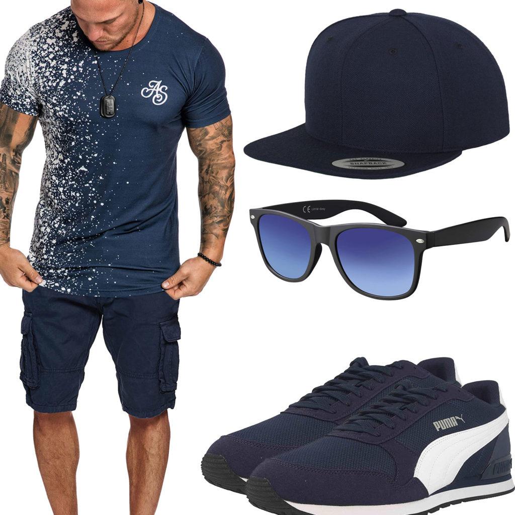 Dunkelblaues Herrenoutfit mit Cap, Sneakern und Brille