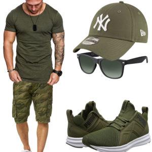 Grünes Herrenoutfit mit Shirt, Shorts und Cap