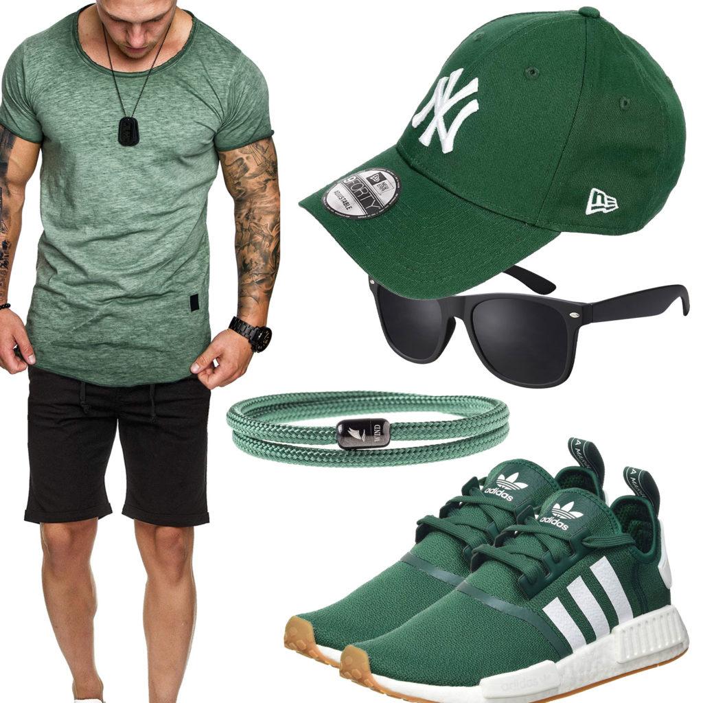 Grünes Herrenoutfit mit Shirt, Cap und Sneakern