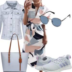 Hellblaues Frauenoutfit mit Kleid und Nike's