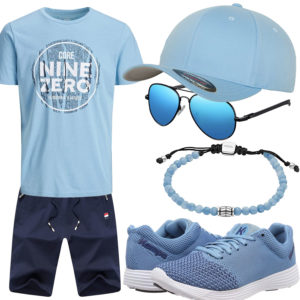 Hellblaues Herrenoutfit mit Shirt und Cap
