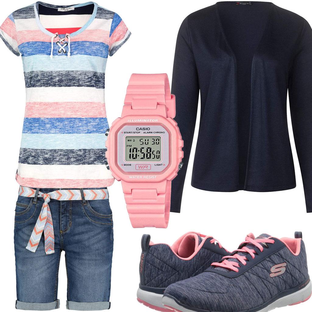 Blau-Rosa Damenoutfit mit Sneakern und Shirt