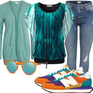Türkis-Oranges Damenoutfit mit Sneakern und Bluse