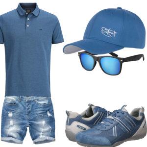 Hellblaues Herrenoutfit mit Poloshirt und Shorts