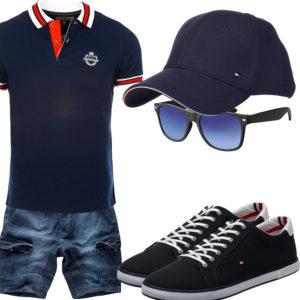 Dunkelblaues Herrenoutfit mit Poloshirt und Cap