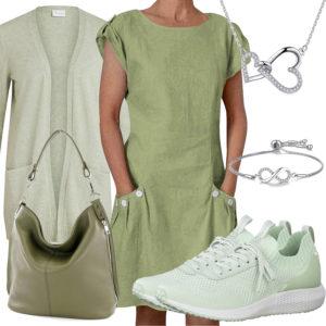Grünes Frauenoutfit mit Kleid, Strickjacke und Sneakern
