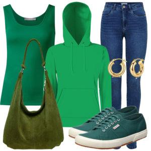 Grünes Frauenoutfit mit Hoodie und Top