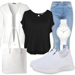 Weißes Damenoutfit mit Uhr, Sneakern und Strickjacke