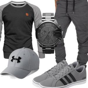 Graues Herrenoutfit mit Jogginghose, Cap und Sneakern