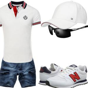 Weißes Herrenoutfit mit Cap, Sneakern und Poloshirt