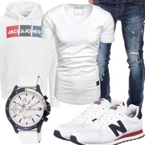 Weißes Herrenoutfit mit Hoodie, Shirt und Sneakern