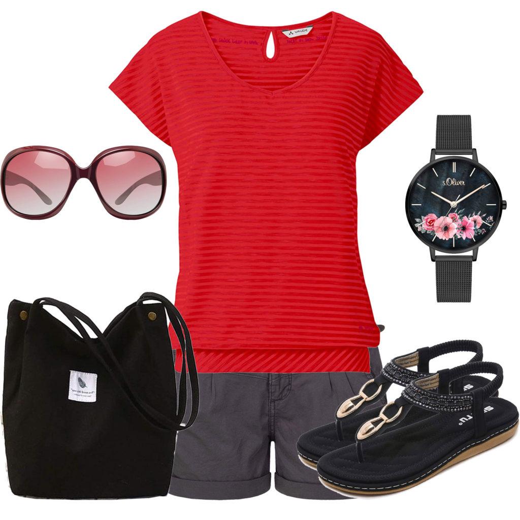 Sommer-Frauenoutfit mit schwarzer Shorts und Sandalen