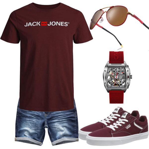 Weinrotes Herrenoutfit mit Shirt, Brille und Uhr