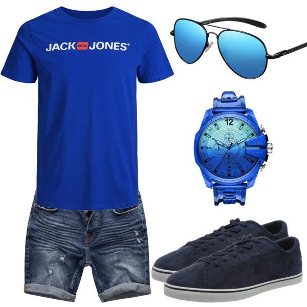 Blaues Herrenoutfit mit Shirt, Shorts und Brille