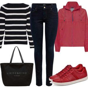 Damenoutfit mit roten Sneakern und Jacke