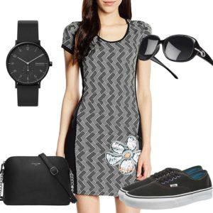 Schwarzes Damenoutfit mit Kleid und Brille