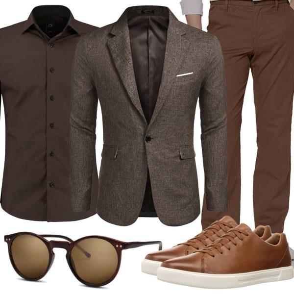 Braunes Herrenoutfit mit Hemd, Sakko und Sneakern