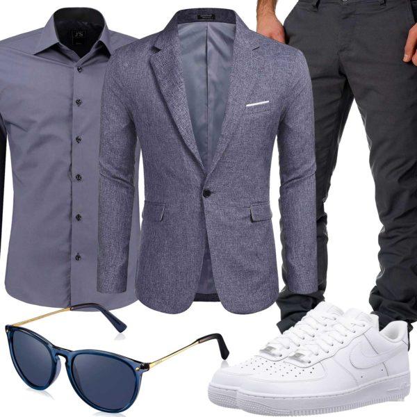 Blau-Graues Business-Herrenoutfit mit weißen Sneakern